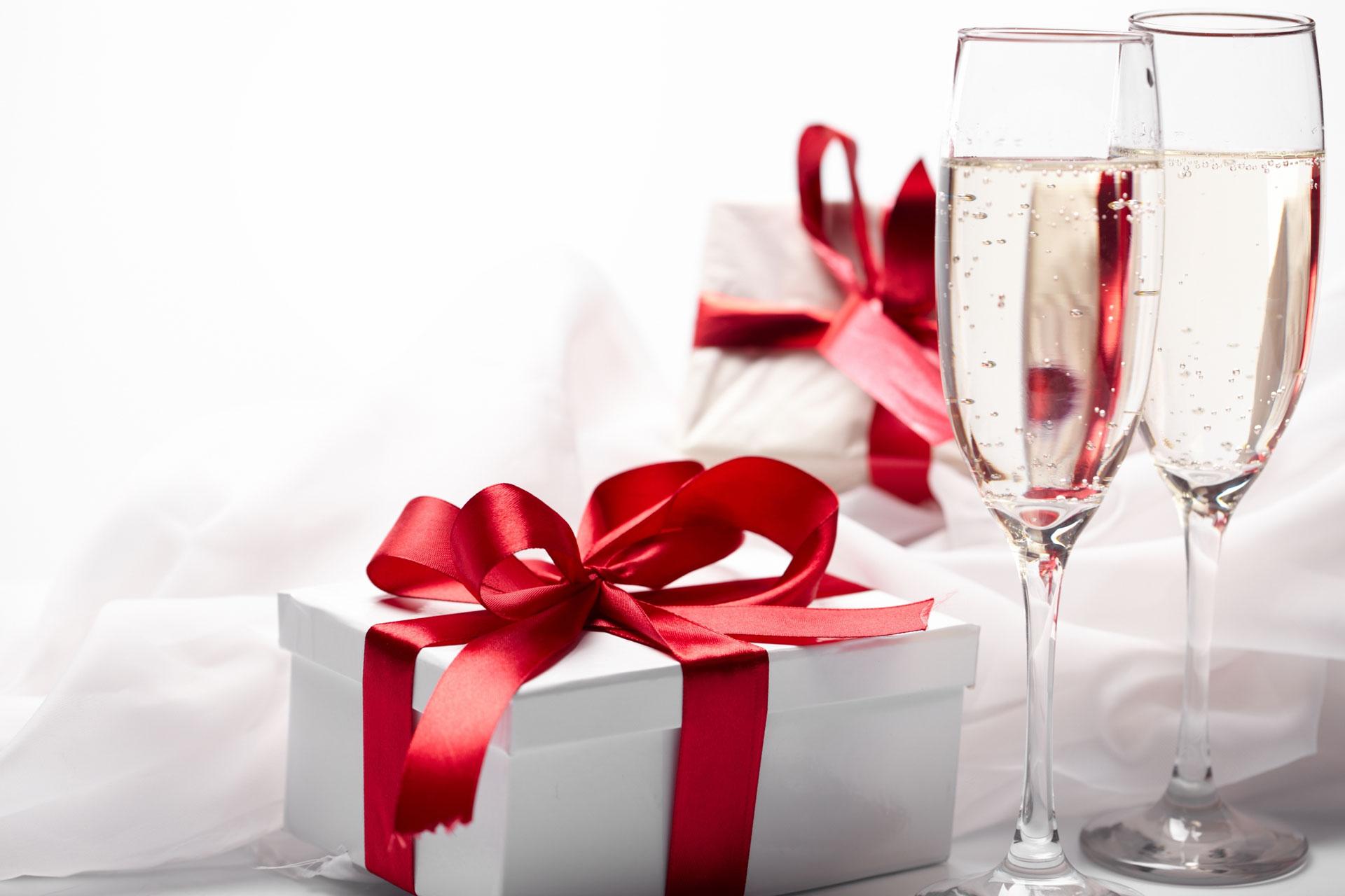 Поздравление к подарку шампанскому